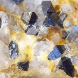 Anatasa Sierrilla de Aguas Vivas, Cáceres capital, Extremadura, España cristales entre 1 y 2 mm aproximadamente. (Autor: Cristalino)