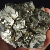 Pirita Zimapán, Hidalgo, México 9.7 x 9 x 5 cm 1075g Pirita con cristalización no muy reconocible, al menos para mí (Autor: Ricardo Melendez)