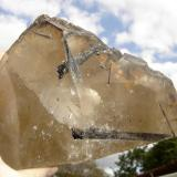 Cuarzo con inclusiones de elbaíta Desconocida 24 x 18 x 13 cm (Autor: Anisio Claudio)