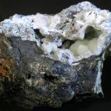 Fluorapatito (variedad carbonato-fluorapatito) Pedrera del Turó de Montcada, Montcada i Reixac, Vallès Occidental, Barcelona, Catalunya, España 8 x 6 x 6 cm (Autor: Joan Niella)