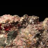 Cinabrio Mina Las Cuevas, Almadén, Ciudad Real, Castilla-La Mancha, España 12x10cm, cristales hasta 7mm Esta es la última pieza que guardo de aquel día, una grieta de 8cm tapizada de cristales muy brillantes y bien formados. (Autor: Raul Vancouver)