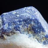 Lazurita en Calcita Ladjuar Medam, Mina Sar-e-Sang, Badakhshan, Afghanistán 6 x 4 cm.  Detalle de otro cristal de la misma pieza (Autor: javier ruiz martin)