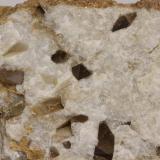 Dolomita (variedad Teruelita)<br />Vilanova de la Sal, Comarca Noguera, Lleida / Lérida, Catalunya, España<br />45 x 30 x 15 mm<br /> (Autor: Carles)