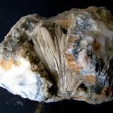 Aragonito Cantera Azcárate (cantera Azkárate), Eugui, Esteríbar, Navarra, España. 9 cm la geoda, pieza de 15 cm (Autor: canada)