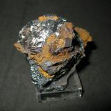 Pirolusita con Goethita y limonita<br />Sierra del Aljibe, Aliseda, Comarca Tajo-Salor Almonte, Cáceres, Extremadura, España<br />8 x 6,5 x 6 cm.<br /> (Autor: Juan C. Agua)