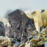 Augita y prehnita<br />Cantera Minera II, Cerros del Lobo, Las Cabezas de San Juan, Sevilla, Andalucía, España<br />Campo de visión de 15 mm.<br /> (Autor: Antonio Carmona)
