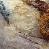 Pirita, Calcita, Tremolita, Magnetita, Actinolita, Clorita<br />Mina La Herrería, Burguillos del Cerro, Comarca Zafra-Río Bodión, Badajoz, Extremadura, España<br />6 x 6 cm.<br /> (Autor: javier ruiz martin)