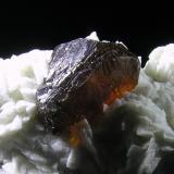 Esfalerita, dolomita<br />Mina Troya, Mutiloa, Comarca Goyerri, Gipuzkoa / Guipúzcoa, Euskadi, España<br />7,8x3,5x4,5 cm.<br /> (Autor: Nacho)