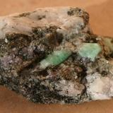 Berilo (variedad esmeralda)<br />Dayakou, Malipo, Prefectura autónoma Wenshan, Provincia Yunnan, China<br />66mm - 49mm - 28mm<br /> (Autor: Pedro Naranjo)