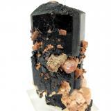 Aegirina, zircón, ortoclasa, parisita-(Ce)Monte Malosa, Distrito Zomba, Malawi82 mm x 66 mm. Cristal principal: 82 mm de altura (Autor: Carles Millan)