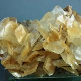 Calcita<br />Canteras de mármol, Estremoz, Évora, Alentejo, Portugal<br />93X54X43 mm<br /> (Autor: Juan Espino)