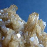 Zoisita<br />Departamento Huancavelica, Perú<br />4 x 4 cm. la pieza, 0,25 cm. el cristal mayor<br /> (Autor: javier ruiz martin)