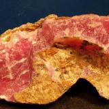 Calcita (variedad cobaltífera)<br />Mina Solita, Peramea, Baix Pallars, Comarca Pallars Sobirà, Lleida/Lérida, Catalunya, España<br />8,5 x 4 cm<br /> (Autor: phrancko)