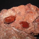 Cuarzo (variedad hematoideo)<br />Domeño, Comarca Los Serranos, València / Valencia, Comunitat Valenciana, España<br />16 x 6 mm cristal biterminado<br /> (Autor: phrancko)