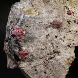 Estibnita (Estibina) y Cinabrio<br />Mina Escarlati, Puerto de las Señales, Maraña, Comarca Montaña Oriental, León, Castilla y León, España<br />11x6 cm.<br /> (Autor: minero1968)
