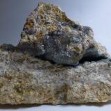 Fluorita<br />Pedrera Balmaña (Pedrera d'en Balmanya), Torrent del Marmoló, Tossa de Mar, Comarca La Selva, Girona / Gerona, Catalunya, España<br />11x9cm<br /> (Autor: heat00)