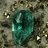 Beryl (variety emerald), Calcite, Pyrite<br />Chivor mining district, El Acuario Mine, Municipio Chivor, Eastern Emerald Belt, Boyacá Department, Colombia<br />xl=5mm<br /> (Author: Fiebre Verde)