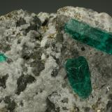 Beryl (variety emerald), Calcite, Pyrite<br /><br />Detail<br /> (Author: Fiebre Verde)