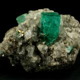 Beryl (variety emerald), Calcite, Pyrite<br />Muzo mining district, Western Emerald Belt, Boyacá Department, Colombia<br />42x29x30mm<br /> (Author: Fiebre Verde)