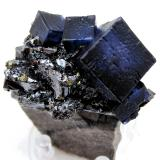 Fluorite, sphalerite, chalcopyrite<br />Elmwood Mine, Carthage, Central Tennessee Ba-F-Pb-Zn District, Smith County, Tennessee, USA<br />65 mm x 50 mm x 24 mm. Largest fluorite crystal size: 17 mm on edge.<br /> (Author: Carles Millan)