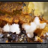 Aragonite, Fluorite<br />Birrity Quarry, Arbouet-Sussaute, Pyrénées-Atlantiques, Nouvelle-Aquitaine, France<br />fov 4.5 mm<br /> (Author: ploum)
