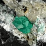 Beryl (variety emerald), Calcite<br /><br />115x75x115mm, xl=20mm<br /> (Author: Fiebre Verde)