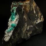 Beryl (variety emerald), Albite (variety cleavelandite)<br />Chivor mining district, Municipio Chivor, Eastern Emerald Belt, Boyacá Department, Colombia<br />190x35x115mm, longest xl=32mm<br /> (Author: Fiebre Verde)