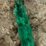 Beryl (variety emerald), Calcite, Albite (var. Cleavelandite), Pyrite<br />Chivor mining district, Municipio Chivor, Eastern Emerald Belt, Boyacá Department, Colombia<br />65x49x67mm, xl=20mm<br /> (Author: Fiebre Verde)