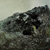 Allanita-(La) sobre Löllingita<br />Mina Monchi, Sierra del Cordel, Burguillos del Cerro, Comarca Zafra - Río Bodión, Badajoz, Extremadura, España<br />50 x 40 mm<br /> (Autor: Antonio Carmona)
