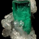 Beryl (variety emerald), Calcite<br />Muzo mining district, Western Emerald Belt, Boyacá Department, Colombia<br />25x29mm, xl=23mm<br /> (Author: Fiebre Verde)