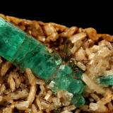 Beryl (variety emerald), Albite (variety cleavelandite)<br />Chivor mining district, Municipio Chivor, Eastern Emerald Belt, Boyacá Department, Colombia<br />64x39x53mm, main xl=23mm<br /> (Author: Fiebre Verde)