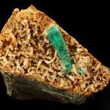 Beryl (variety emerald), Albite (variety cleavelandite)<br />Chivor mining district, Municipio Chivor, Eastern Emerald Belt, Boyacá Department, Colombia<br />64x39x53mm, main xl=23mm<br /> (Author: Fiebre Verde)