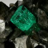 Beryl (variety emerald), Calcite<br />Coscuez mining district, Municipio San Pablo de Borbur, Western Emerald Belt, Boyacá Department, Colombia<br />68x62x40mm, xl=15mm<br /> (Author: Fiebre Verde)