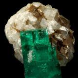 Beryl (variety emerald), Calcite<br />La Pita mining district, Polveros Mine, Municipio Maripí, Western Emerald Belt, Boyacá Department, Colombia<br />32x25x32mm, xl=25mm<br /> (Author: Fiebre Verde)