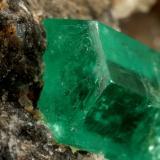 Beryl (variety emerald), Calcite<br />Chivor mining district, Municipio Chivor, Eastern Emerald Belt, Boyacá Department, Colombia<br />57x38x42mm, xl=20mm<br /> (Author: Fiebre Verde)