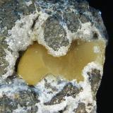 Analcima con calcita<br />Barranco de El Risco, Agaete, Gran Canaria, Provincia de Las Palmas, Canarias, España<br />6 x 8 x 4,5 cm.<br /> (Autor: Felipe Abolafia)