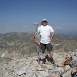 Cima Pic de Bastiments (2881 m.) Puede verse bajo mis pies que la cima son puras rocas. (Autor: Carles Rubio)