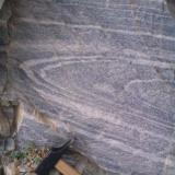 Pliegue tumbado en mármol fajeado Sierra de Baza, Caniles, Granada, Andalucía, España. El bandeado es testigo de la deformación (Autor: prcantos)