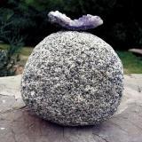 Granito o granodiorita Benasque, Huesca, Aragón, España. 25 x 25 x 25 cm Canto rodado recojido en un riachuelo en los alrededores de Benasque. En esa zona hay un follón de granitoides de diversos tipos. (Autor: Josele)