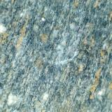 Anfibolita (detalle) Mazarrón (Murcia, España) 20X Detalle estructural de otra de las muestras.  La fábrica lineal de la roca, debida a la alineación de los anfíboles azuladoas, es manifiesta, rota de vez en cuando por porfiroblastos de plagioclasa blanca. (Autor: prcantos)