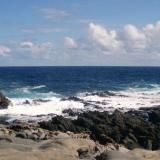 Tefrifonolitas con Haüyna a la izquierda y colada basáltica a la derecha Punta Camello. Gran Canaria. España (Autor: María Jesús M.)