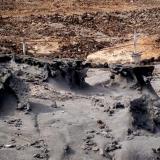 _Erosión diferencial de la tefrifonolita Punta Camello. Gran Canaria. España El terreno de la parte posterior es mucho más antiguo y ya está transformado en arcilla rica en hierro oxidado. (Autor: María Jesús M.)