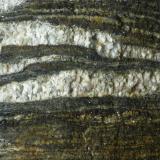 """Gneis - migmatita, con venas de cuarzo. Playa """"A Insuela"""", Palmeira, Santa Uxía de Ribeira, A Coruña, Galicia Aproximadamente 1 metro. Edad: Precámbrico- Silúrico. Perteneciente al Complejo de Noya. Detalle de la muestra anterior. (Autor: Rafael varela olveira)"""