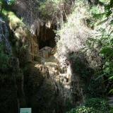 Caliza. En la cascada seca se observa el carbonato precipitado de la parte interior Monasterio de Piedra. Nuévalos. Zaragoza (Autor: María Jesús M.)