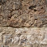 Lavas almohadilladas. Barranco de Guanarteme. Las Palmas de Gran Canaria. España. Altura aproximada unos 4 metros. De arriba a abajo: Lavas almohadilladas, tobas y magnesita-esmectita. (Autor: María Jesús M.)