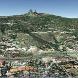 _Vista de la zona visitada. La basílica del Tibidabo y a la izquierda la torre Foster. La carretera de les Aigües es la pista que se sitúa a media altura. Foto: Google Earth (Autor: Frederic Varela)