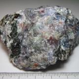 Pegmatita feldespática con cordierita Stathelle, Bamble, Telemark, Noruega 7 x 5 cm. Cuarzo gris (quizá también gris-verdoso), feldespato rosado, biotita negro-verdosa y cordierita azul.  Esta roca fue consultada aquí: http://www.foro-minerales.com/forum/viewtopic.php?p=100694#100694 (Autor: prcantos)