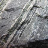 Esquisto anfibólico Cotobro, Almuñécar, Granada, Andalucía, España 4 cm. ancho de campo Detalle de la roca anterior. (Autor: prcantos)