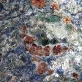 Esquisto con Glaucophana (Glaucofana) y Spessartina (Espesartina)Valle Bagnes, Wallis (Valais), Suiza5 cm. ancho de campo (Autor: prcantos)