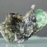 Berilo (variedad esmeralda)<br />Minas Gerais, Brasil<br />36x34 mm<br /> (Autor: Juan Espino)